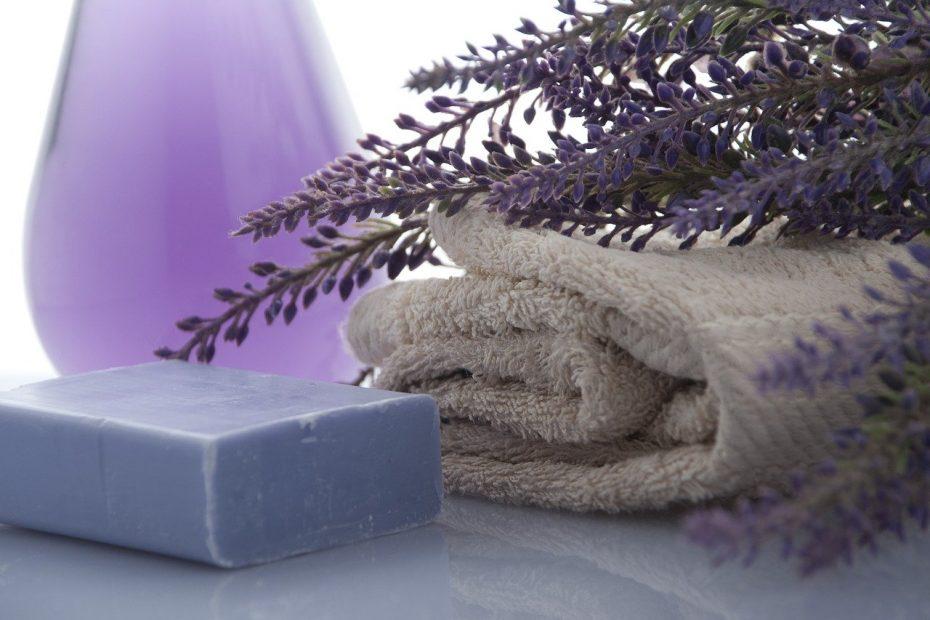 lavender, soap, towels-3066531.jpg