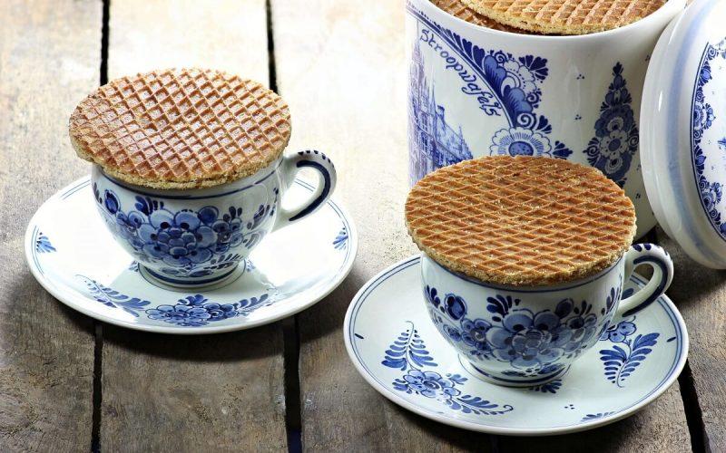 delft blue cups